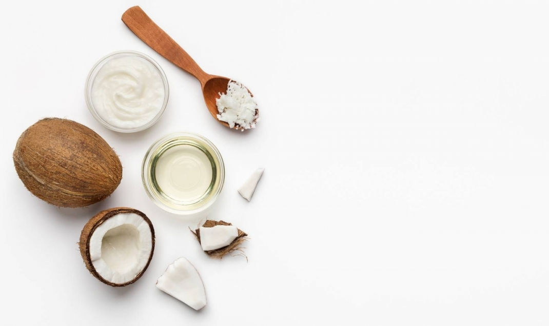 What's The Difference Between Coconut Oil and MCT Oil?