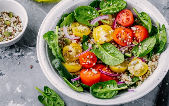 Minimise Acne, Bloating & Other Symptoms During Ovulation With This Warm Quinoa Salad