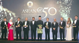 Jeffrey Cheah, Vivy Yusof among Malaysians honoured at Asean@50 awards