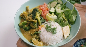 The Easy Broccoli Coconut Curry We're Obsessing Over