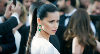 Adriana Lima's Secret To Fighting Off Sugar Cravings