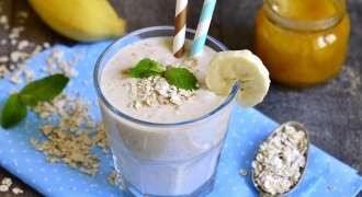 Deliciously Creamy, 5-Minute Banana Smoothie For BreastFeeding Moms