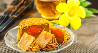 The Mooncake Dilemma – Our Health & Wellness Expert Weighs In On This