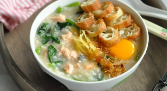 A Satisfying Quinoa, Gingko & Salmon Porridge for Sahur