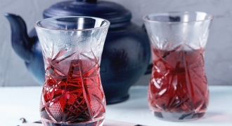 Hibiscus Tea: 9 Reasons You Should Be Drinking This Antioxidant Powerhouse