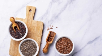 What's the Difference Between Chia Seeds & Flax Seeds?