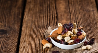 5 On-the-Go Natural & Healthy Snack Alternatives