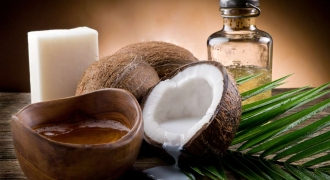 The Truth About Coconut Oil: Superstar Or Devil?