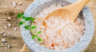 5 Reasons To Say 'Yes' To Pink Sea Salt