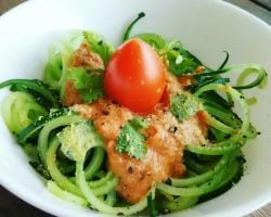 Raw With Chef Yin - Oodles of Zoodles