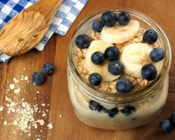 Breakfast Jar - Overnight Oats with Banana and Blueberry