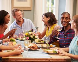 7 Tips To Throwing A (Healthy) Dinner Party!