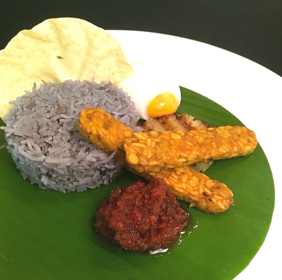 If You're Going To Eat One Thing On Malaysia Day: Try This Unity Nasi Lemak