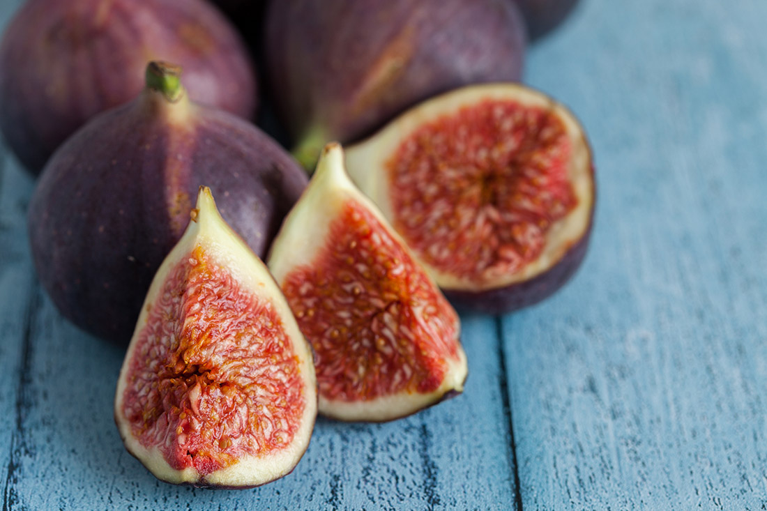 Whole-Figs-And-Sliced-Figs.jpg