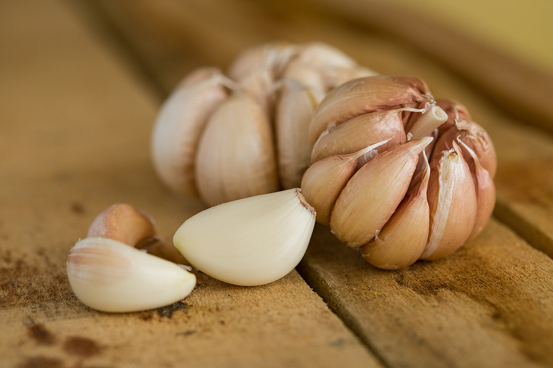 bigstock-Garlic-on-the-wooden-backgroun-99217238.jpg