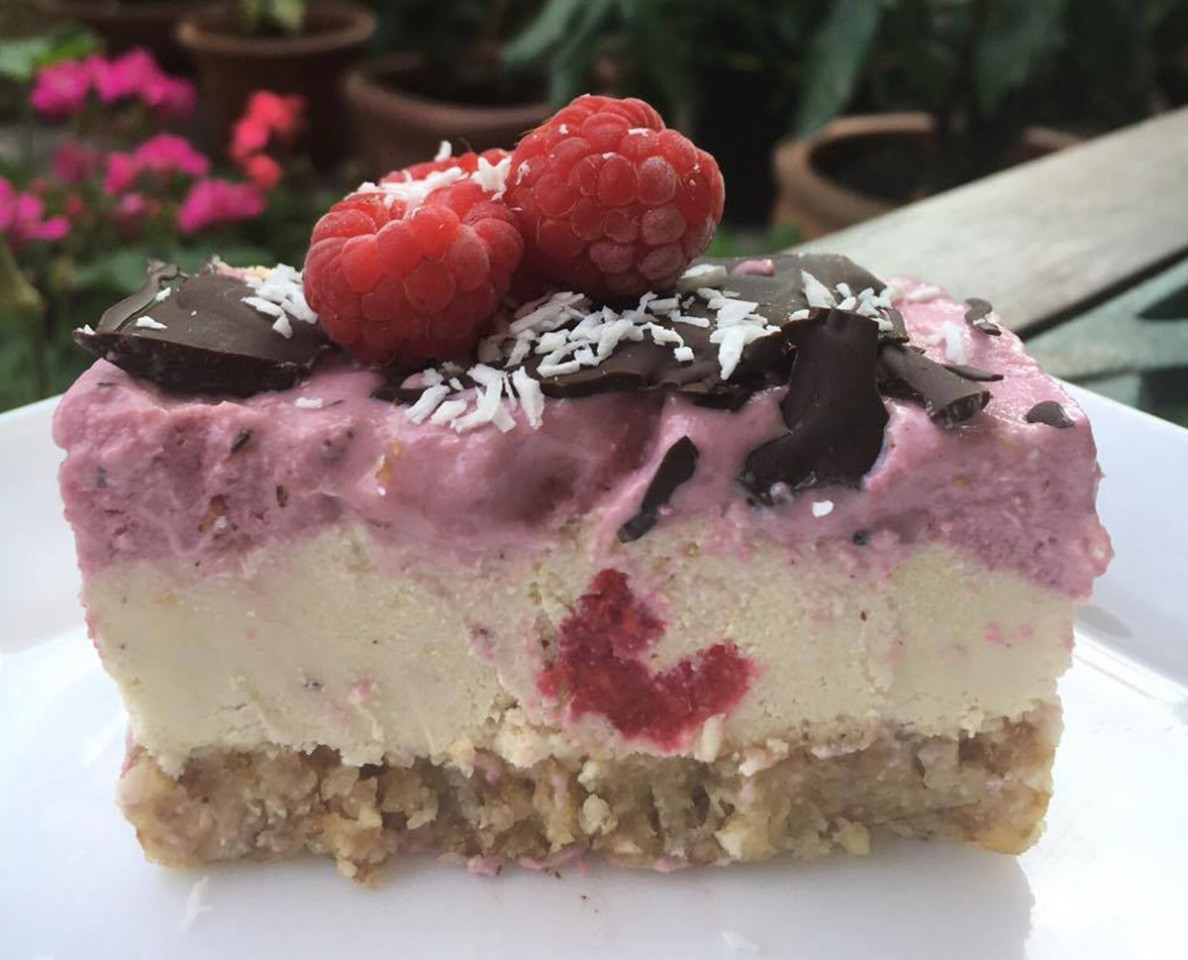 Raw & Vegan Raspberry Cheesecake